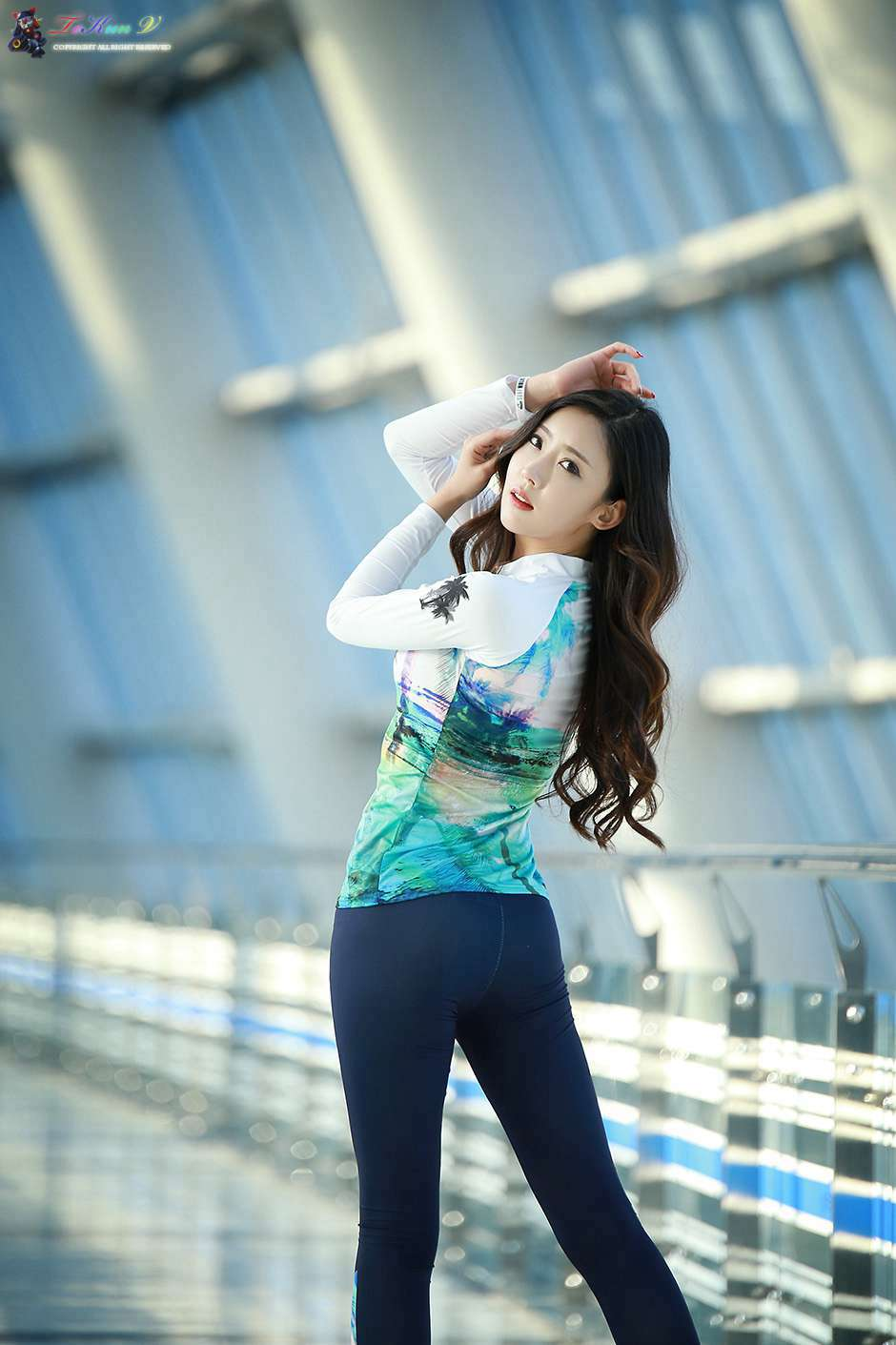 韩国翘臀美女紧身裤秀好身材
