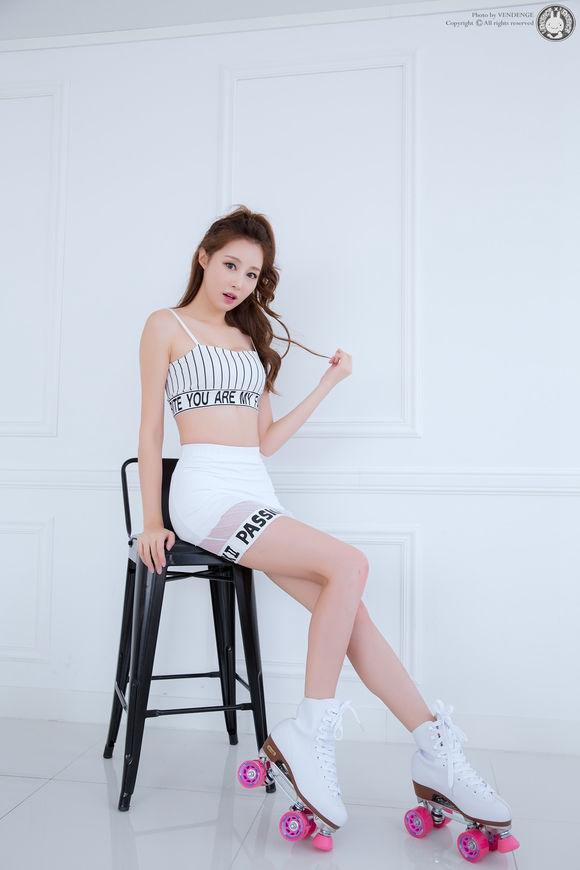 90后俏皮美女超短裤写真